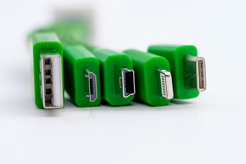 Разъемы USB и Lightning